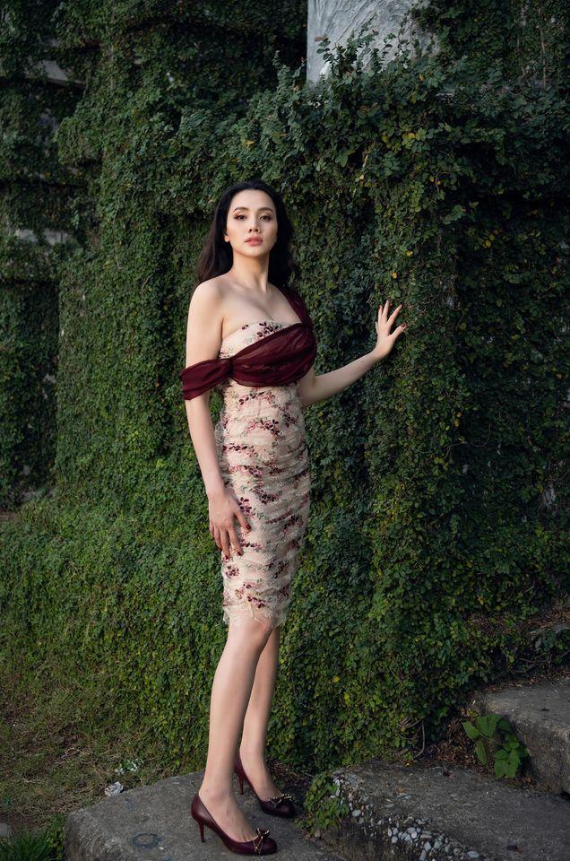 """Nhìn bộ ảnh nhà Trang Nhung là hiểu sức mạnh của """"gen trội"""": Nàng mẫu nóng bỏng, cháu gái từng thi Hoa hậu nổi bần bật - ảnh 2"""