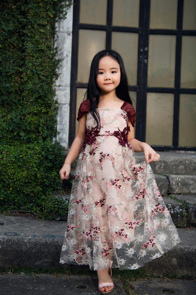 """Nhìn bộ ảnh nhà Trang Nhung là hiểu sức mạnh của """"gen trội"""": Nàng mẫu nóng bỏng, cháu gái từng thi Hoa hậu nổi bần bật - ảnh 4"""
