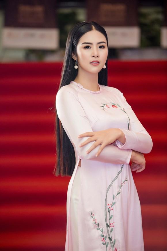 Hoa hậu Việt Nam đi học thế nào khi đương nhiệm: Người nhận bằng cử nhân xuất sắc, người phải học lại cấp 3, bí ẩn nhất là nàng hậu này - ảnh 3