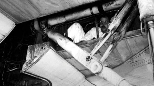 Bóng người nhỏ bé đột nhiên rơi khỏi máy bay chỉ ít giây sau khi cất cánh, tạo ra bi kịch kỳ lạtrong lịch sử hàng không thế giới - ảnh 2