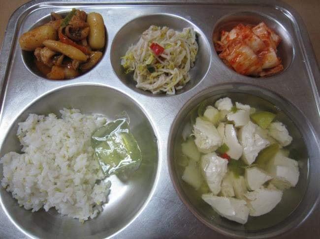 Những suất cơm canteen của học sinh Hàn Quốc: Giá thành rẻ, nhìn đơn giản nhưng chế độ dinh dưỡng hàng top thế giới - ảnh 8