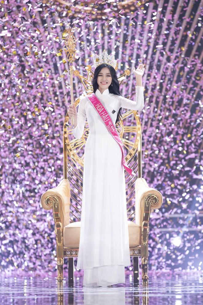Clip hiếm hoi Hoa hậu Việt Nam và 2 Á hậu đọ sắc cùng khung hình qua camera thường: Dáng đi như catwalk và ngũ quan ngoài đời gây chú ý - ảnh 6