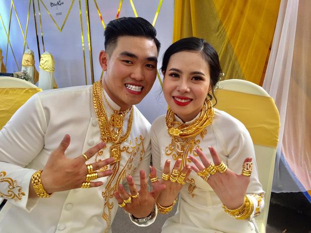 Cô dâu đeo vàng mỏi cổ và cầm tiền trĩu tay trong đám cưới, dân mạng được phen trầm trồ: Nhìn thôi cũng muốn cưới liền! - ảnh 5