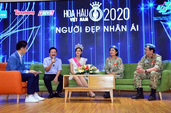 Clip hiếm hoi Hoa hậu Việt Nam và 2 Á hậu đọ sắc cùng khung hình qua camera thường: Dáng đi như catwalk và ngũ quan ngoài đời gây chú ý - ảnh 4