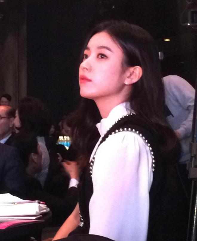 Dàn tuyệt sắc mỹ nhân Kbiz ngoài đời: Han Ga In, Jeon Ji Hyun cũng phải chịu thua chị đại vạn người... sợ Kim Hye Soo! - ảnh 10