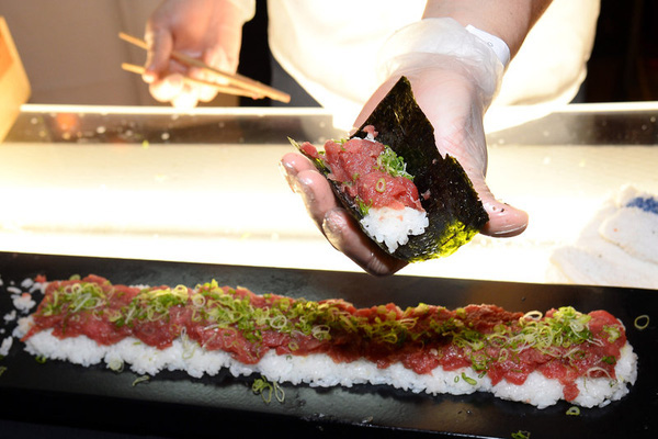 Súp vi cá mập, gan ngỗng, sushi cá ngừ xanh, liệu con người có thấu nỗi đau ai oán mà loài vật phải chịu đựng để cho ra ẩm thực tinh hoa? - ảnh 10