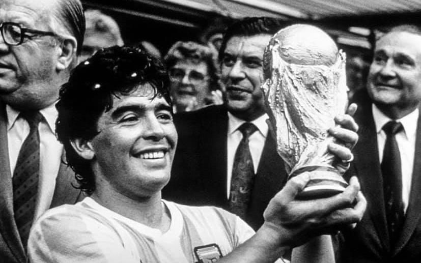 Mạng xã hội tràn ngập hashtag thương tiếc danh thủ người Argentina - Diego Maradona