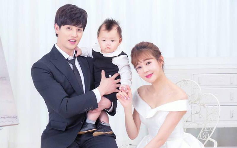 """Kbiz dậy sóng vì cặp vợ chồng """"chị em"""" toang toàn tập: Nam idol đình đám Gen 2 và vợ hơn 11 tuổi ly hôn sau 6 năm"""