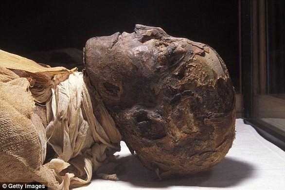Tìm thấy xác ướp la hét kỳ lạ, các nhà khoa học phát hiện âm mưu đáng sợ trong gia đình Hoàng gia nổi tiếng nhất thế giới từ 3.000 năm trước - ảnh 4