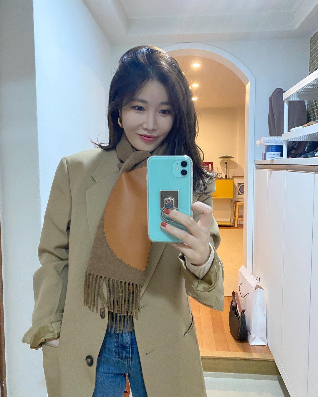 Sao Hàn đã rục rịch diện toàn khăn len đẹp ngất, các nàng còn không mau vào tham khảo cách phối đi nào - Ảnh 4.