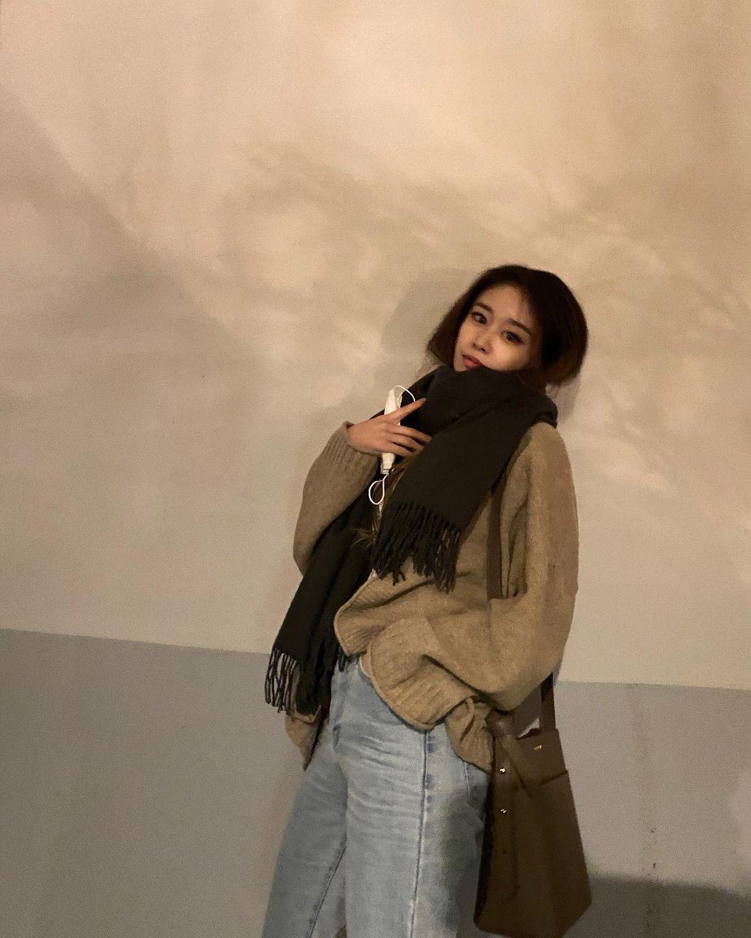 Sao Hàn đã rục rịch diện toàn khăn len đẹp ngất, các nàng còn không mau vào tham khảo cách phối đi nào - Ảnh 3.