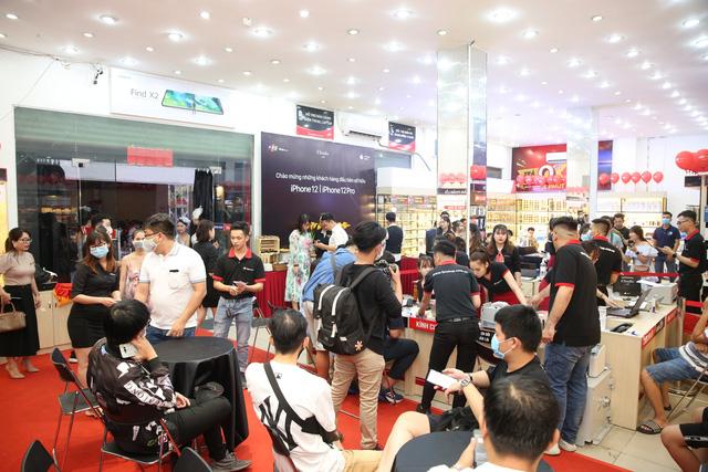 Cuộc đua bán hàng iPhone 12 Series: Trong lúc FPT Shop giao xong 4.500 máy kiếm trăm tỷ thì khách mua qua Thế giới Di động phải chờ đến cuối tháng 12 - ảnh 2