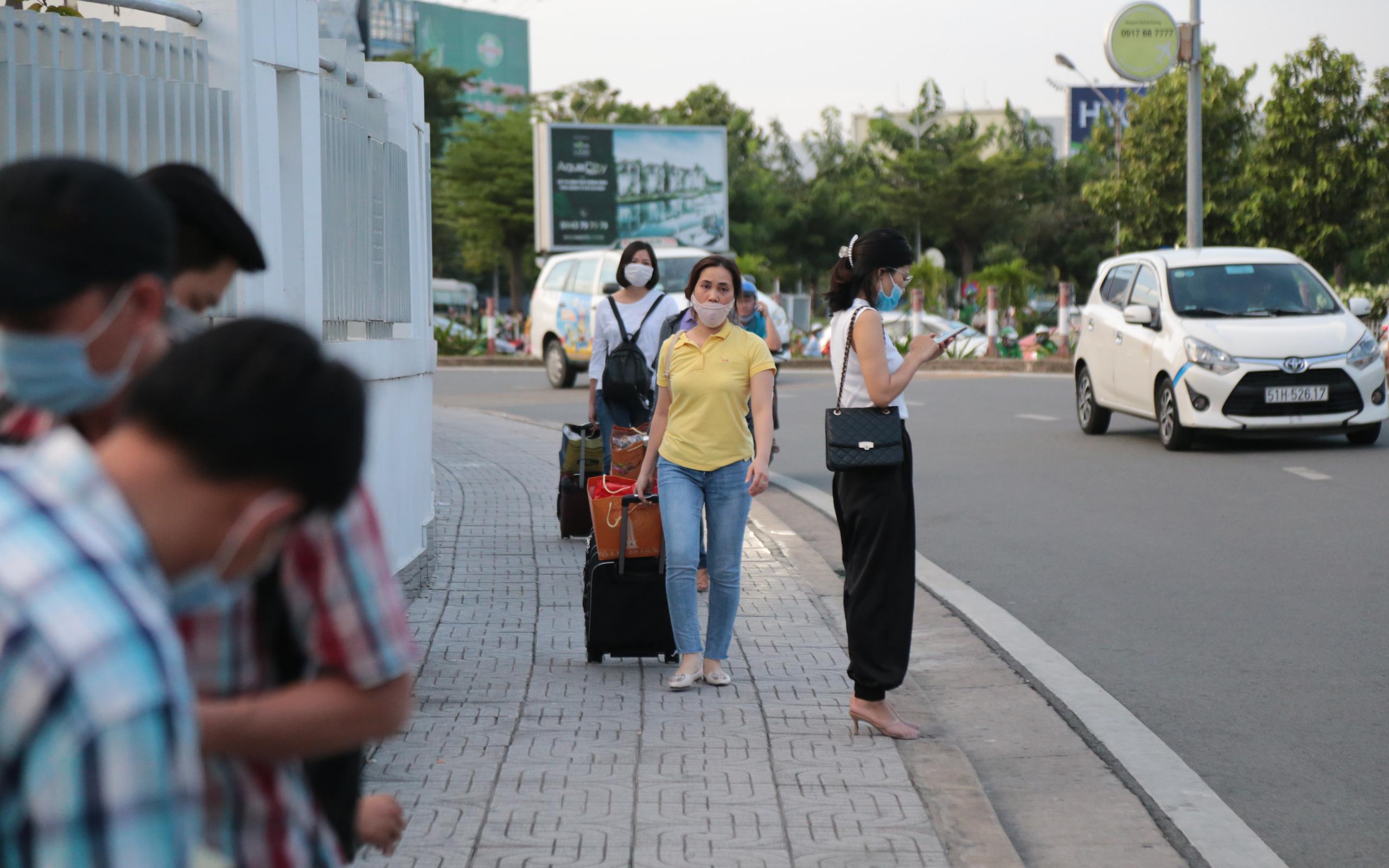 Cục hàng không Việt Nam lên tiếng về phương án phân làn đón khách ở sân bay Tân Sơn Nhất