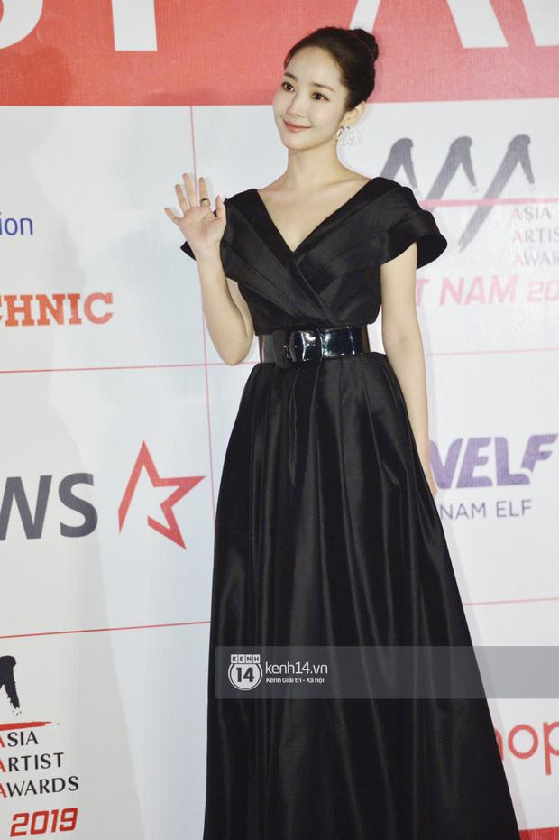 """Năm ngoái quân đoàn sao Hàn khuynh đảo thảm đỏ AAA ở Việt Nam: Yoona - Park Min Young đẹp xỉu, Ji Chang Wook, Red Velvet và dàn idol """"bùng nổ"""" - ảnh 14"""
