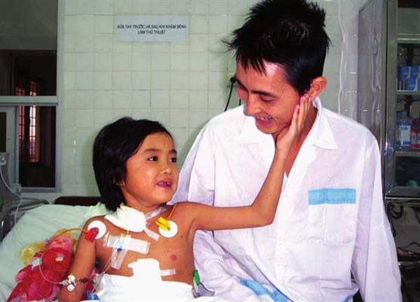 Cô gái 25 tuổi - người đầu tiên được ghép gan ở Việt Nam qua đời - Ảnh 1.