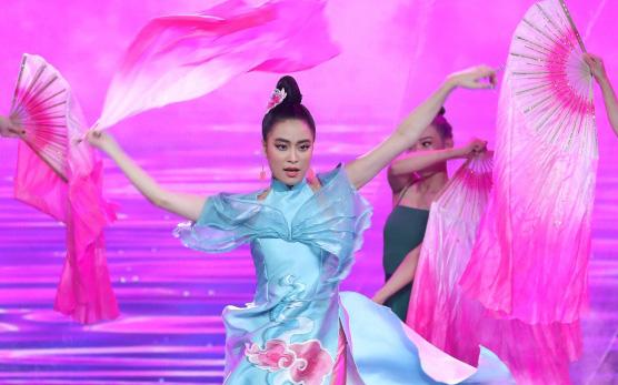 """Hoàng Thùy Linh: """"10 năm ngóng chờ khoảnh khắc lên sân khấu nhận giải thưởng, đến khi sẵn sàng thì kiệt sức"""""""