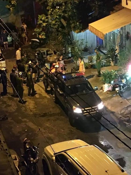 Đối tượng cầm đầu nhóm chém thanh niên lìa cánh tay ở Sài Gòn bị bắt khi đang lẩn trốn tại Phú Quốc - Ảnh 2.