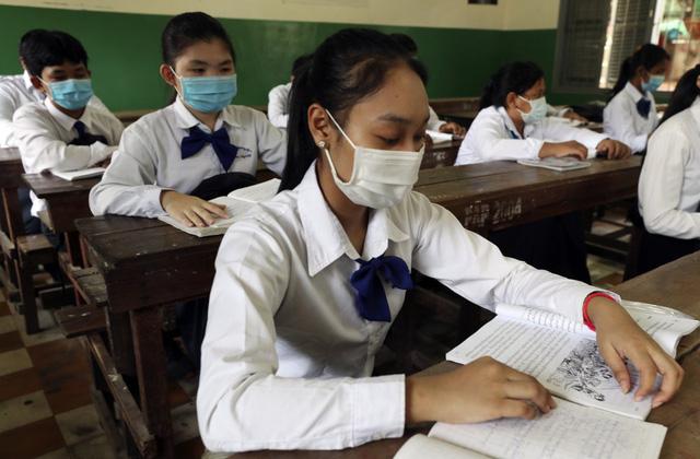 Diễn biến dịch Covid-19: Chiều 1/12 công bố 4 ca bệnh; Thứ trưởng Bộ Y tế khuyên người dân không nên quá hoang mang - Ảnh 1.