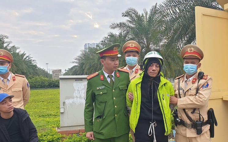 Hà Nội: Bắt tên cướp nguy hiểm dùng dao và gậy ba khúc tấn công người truy đuổi