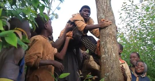 Cuộc sống kỳ lạ của Tarzan đời thực: Không có khả năng nhận thức, chỉ biết cắm đầu chạy khắp rừng xanh và bị trêu chọc vì ngoại hình - Ảnh 3.