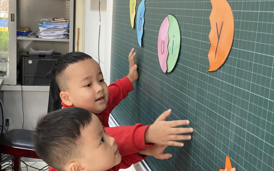 """Bốn bộ SGK Tiếng Việt 1 của NXB Giáo dục Việt Nam có """"sạn"""": Điều chỉnh thế nào?"""