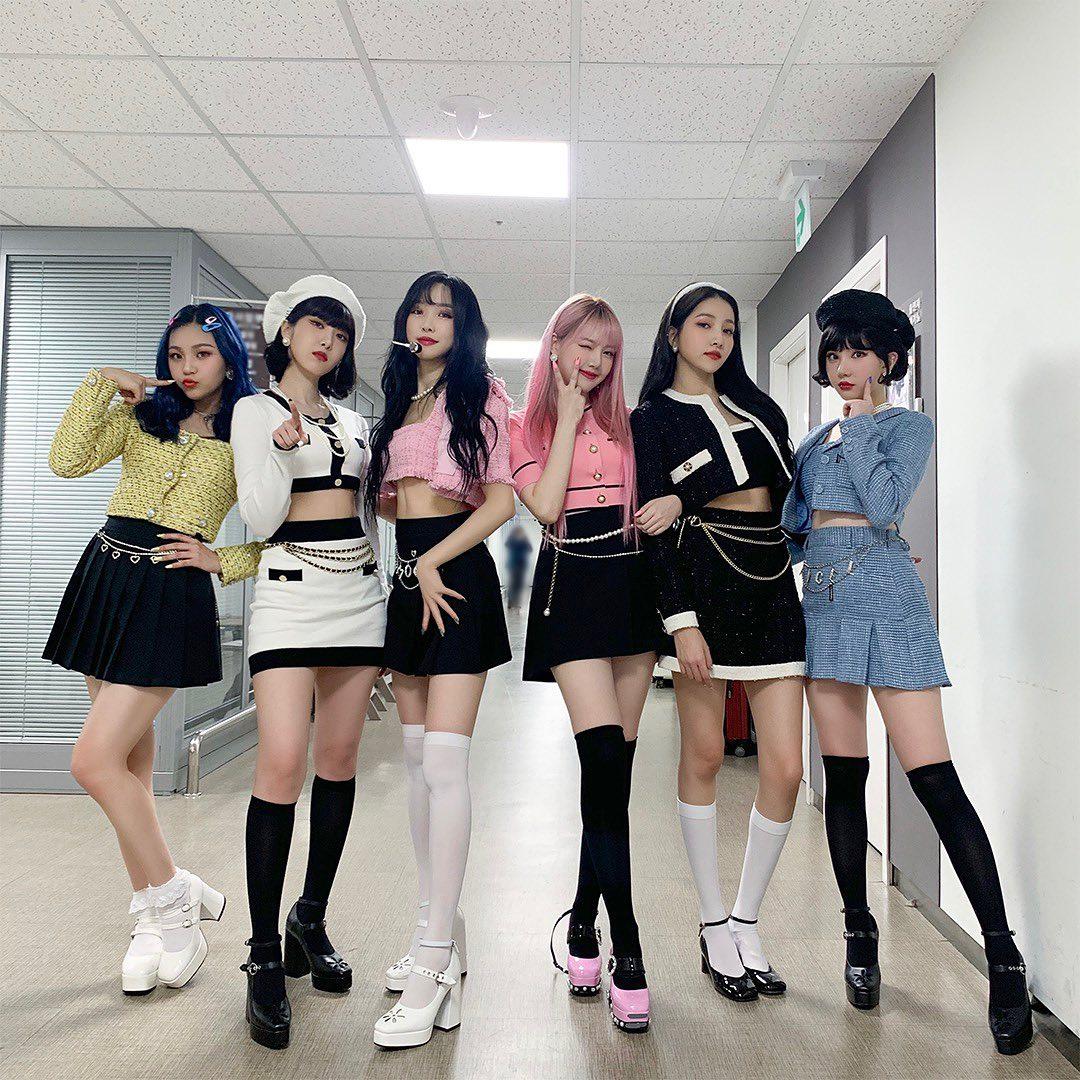 Nhân dịp Kpop đồng loạt đưa nhạc retro trở lại, cùng ngắm nhìn những trang phục biểu diễn đẹp mắt nhất của các nhóm nhạc - Ảnh 4.
