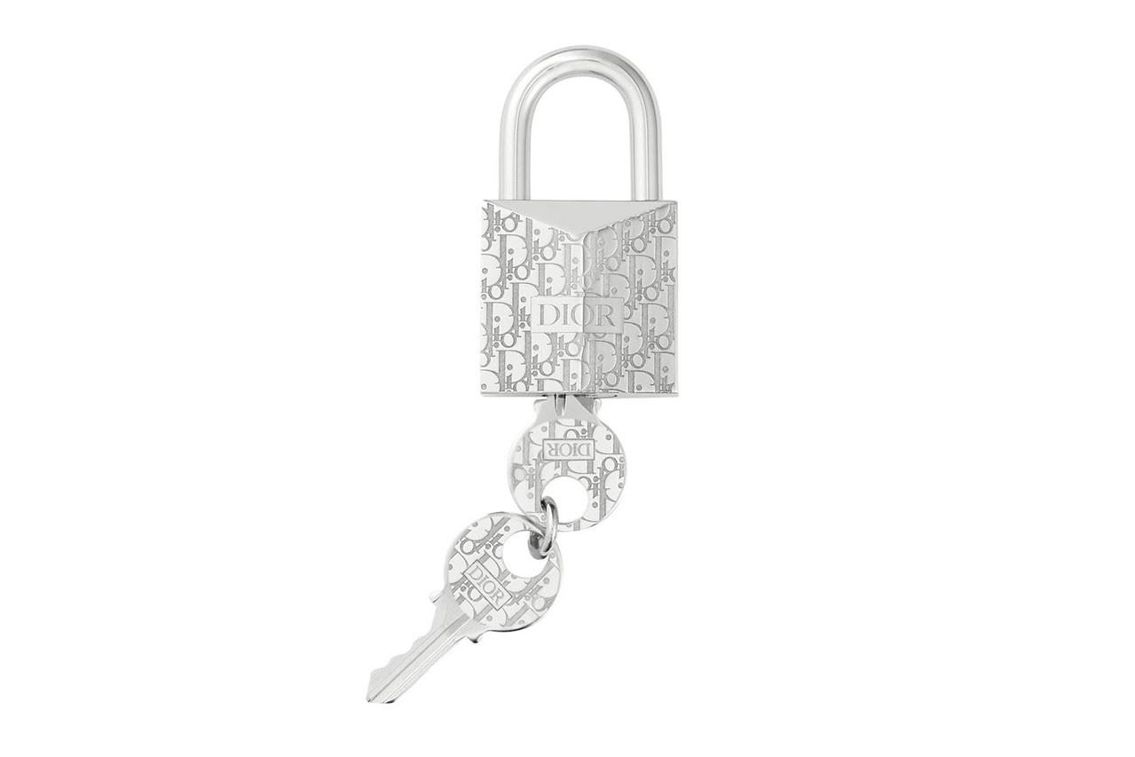 Tiếp nối Louis Vuitton, Dior cũng có những thứ linh tinh để nhanh chóng rút cạn ví của bạn: Một con thú bông cũng có giá cả trăm triệu đồng - Ảnh 4.
