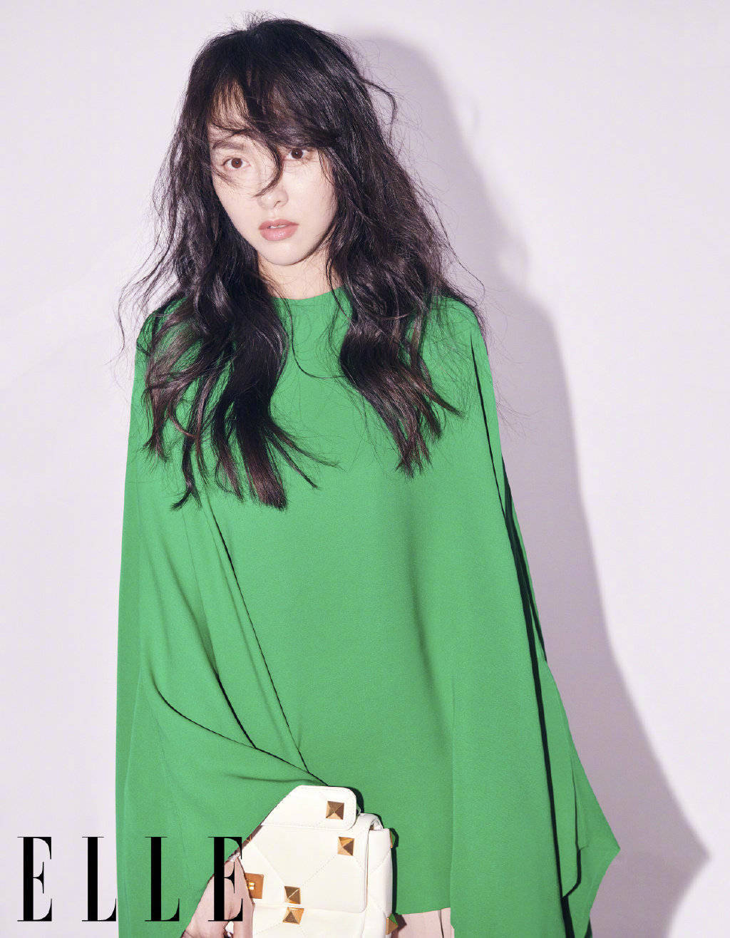 Đụng hàng hiệu trên tạp chí: Song Hye Kyo sắc lạnh, Đường Yên gây tranh cãi với style bù xù - Ảnh 3.