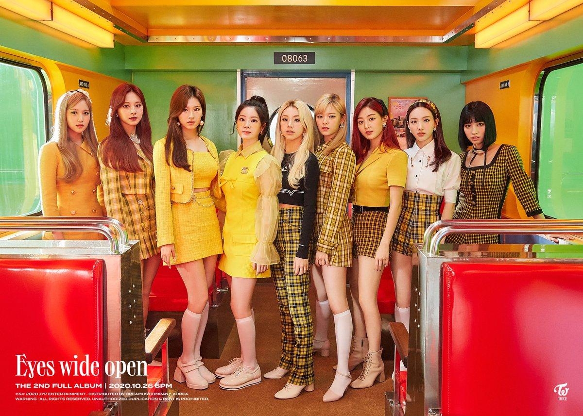 Nhân dịp Kpop đồng loạt đưa nhạc retro trở lại, cùng ngắm nhìn những trang phục biểu diễn đẹp mắt nhất của các nhóm nhạc - Ảnh 1.