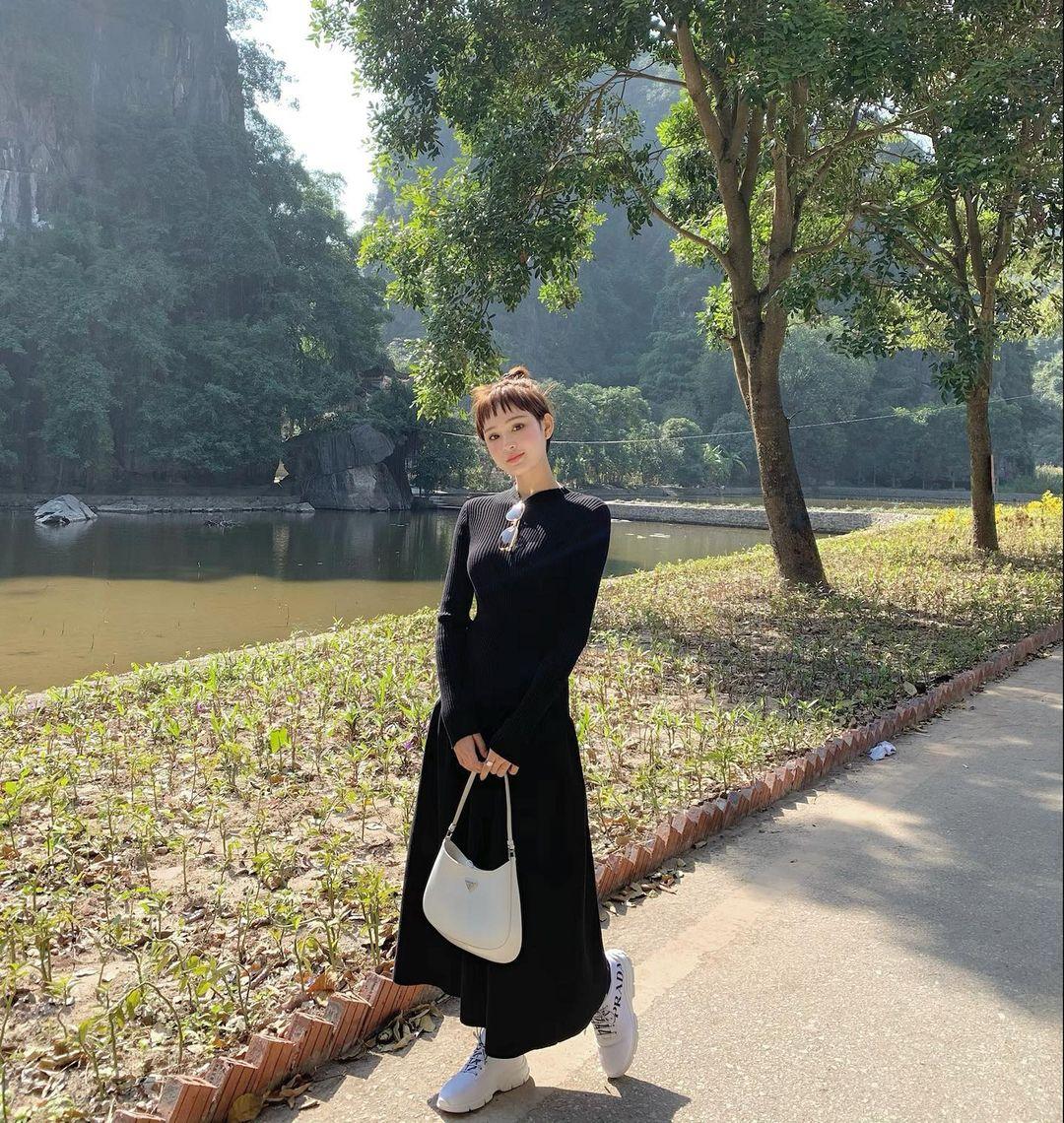 Instagram look của sao Việt tuần qua: Chi Pu khoe nội y lộ liễu, Huyền Baby mặc quần ngắn hiểm hóc - Ảnh 6.