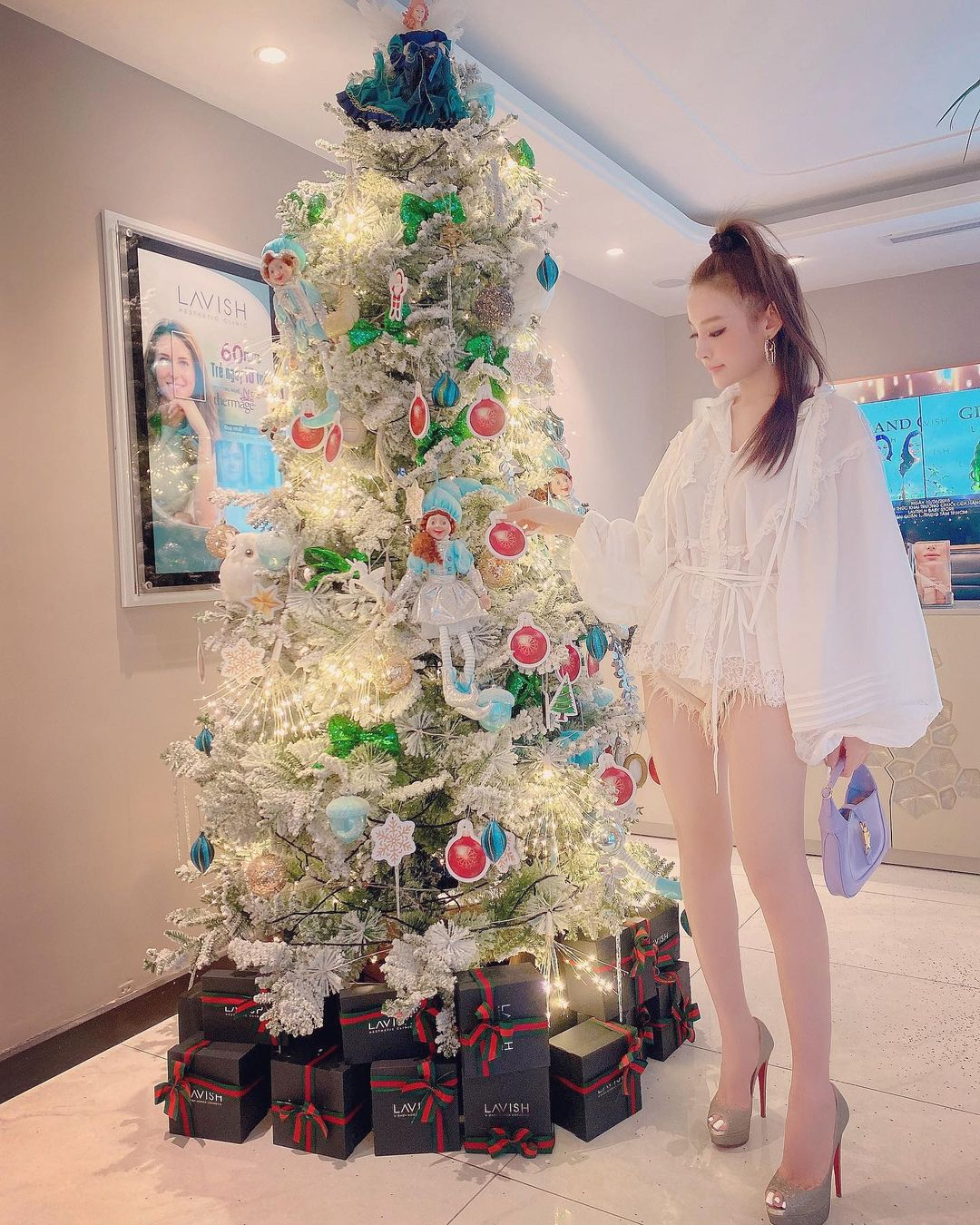 Instagram look của sao Việt tuần qua: Chi Pu khoe nội y lộ liễu, Huyền Baby mặc quần ngắn hiểm hóc - Ảnh 8.