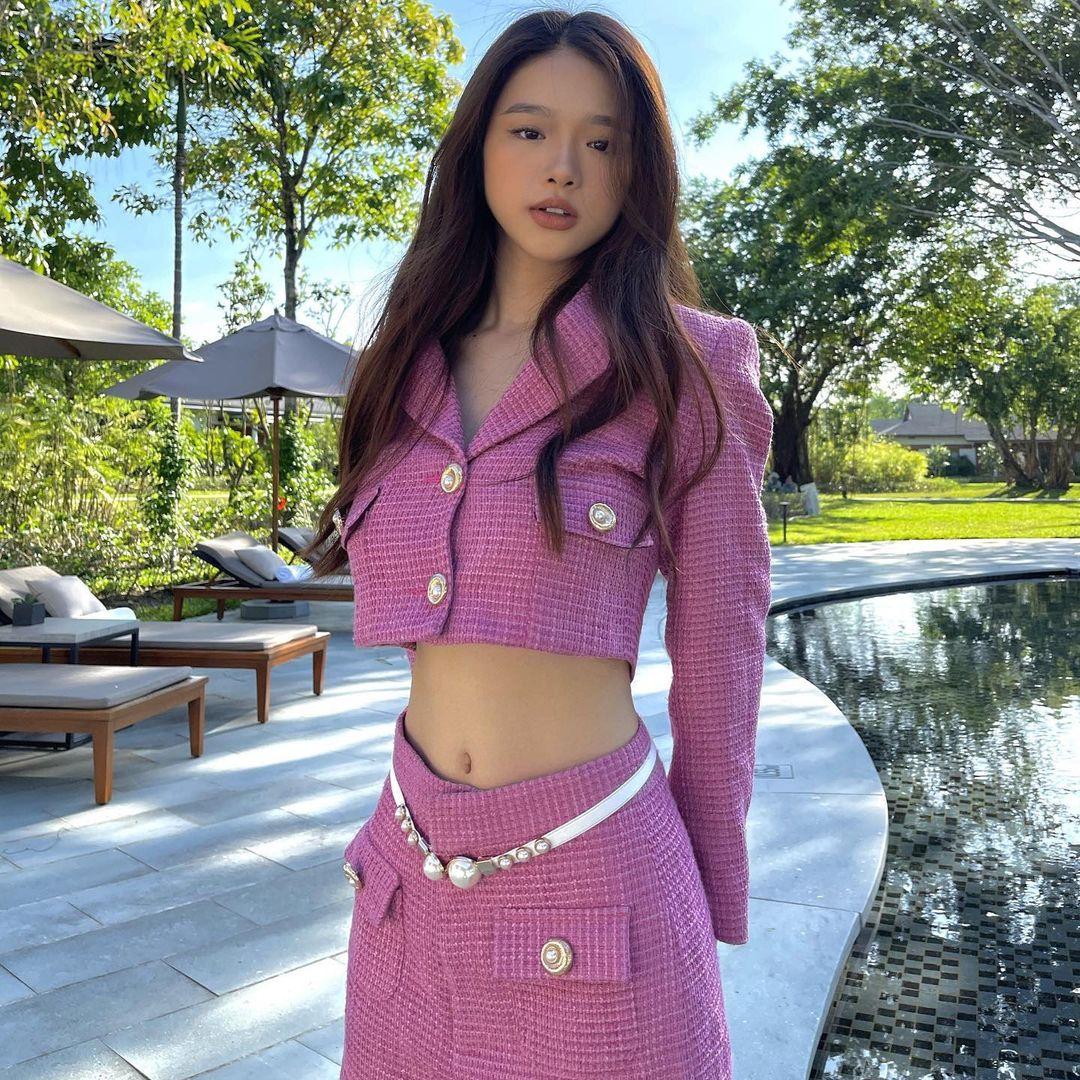 Instagram look của sao Việt tuần qua: Chi Pu khoe nội y lộ liễu, Huyền Baby mặc quần ngắn hiểm hóc - Ảnh 3.