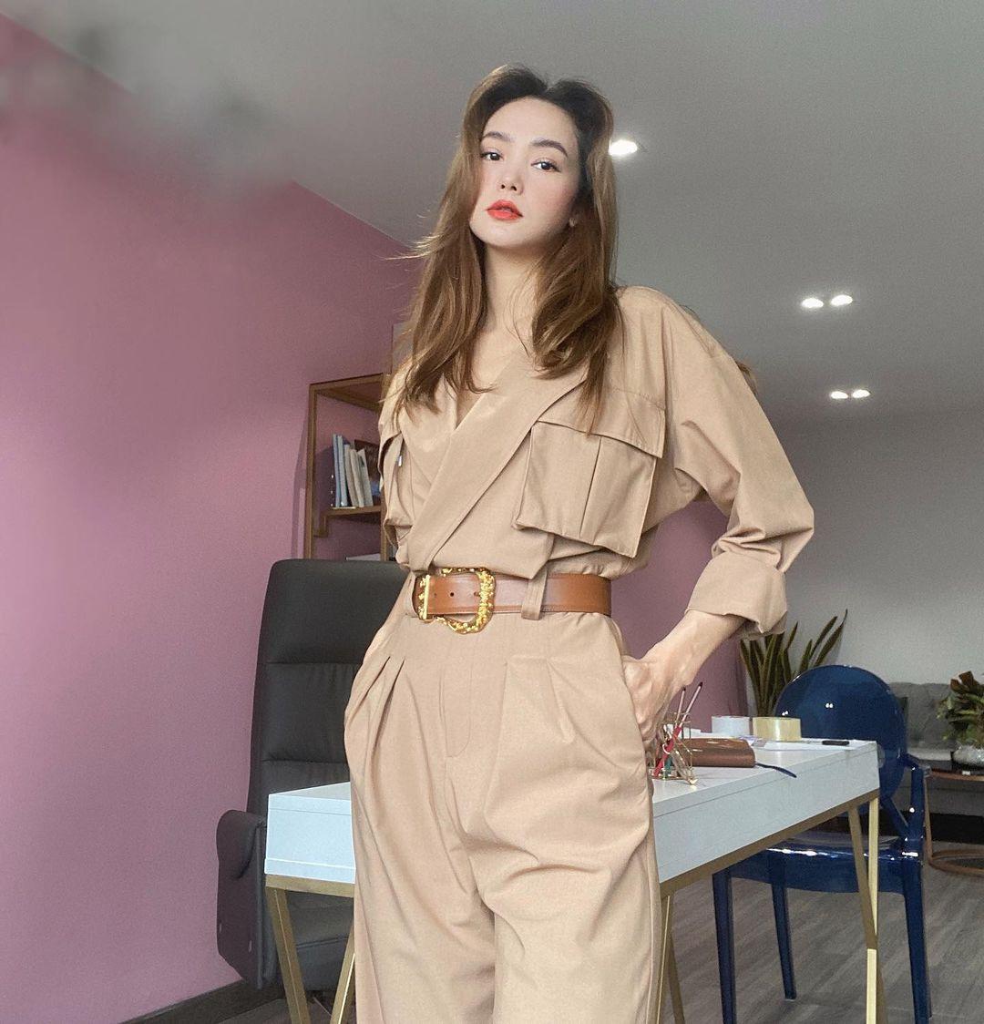 Instagram look của sao Việt tuần qua: Chi Pu khoe nội y lộ liễu, Huyền Baby mặc quần ngắn hiểm hóc - Ảnh 10.