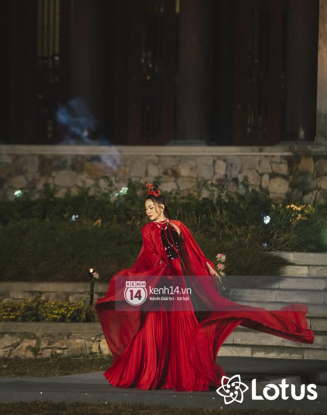 Lương Thuỳ Linh - Đỗ Hà nổi bần bật trong vị trí first face, Thanh Hằng bùng nổ với khí chất nữ thần tại show Đào của NTK Adrian Anh Tuấn - Ảnh 4.