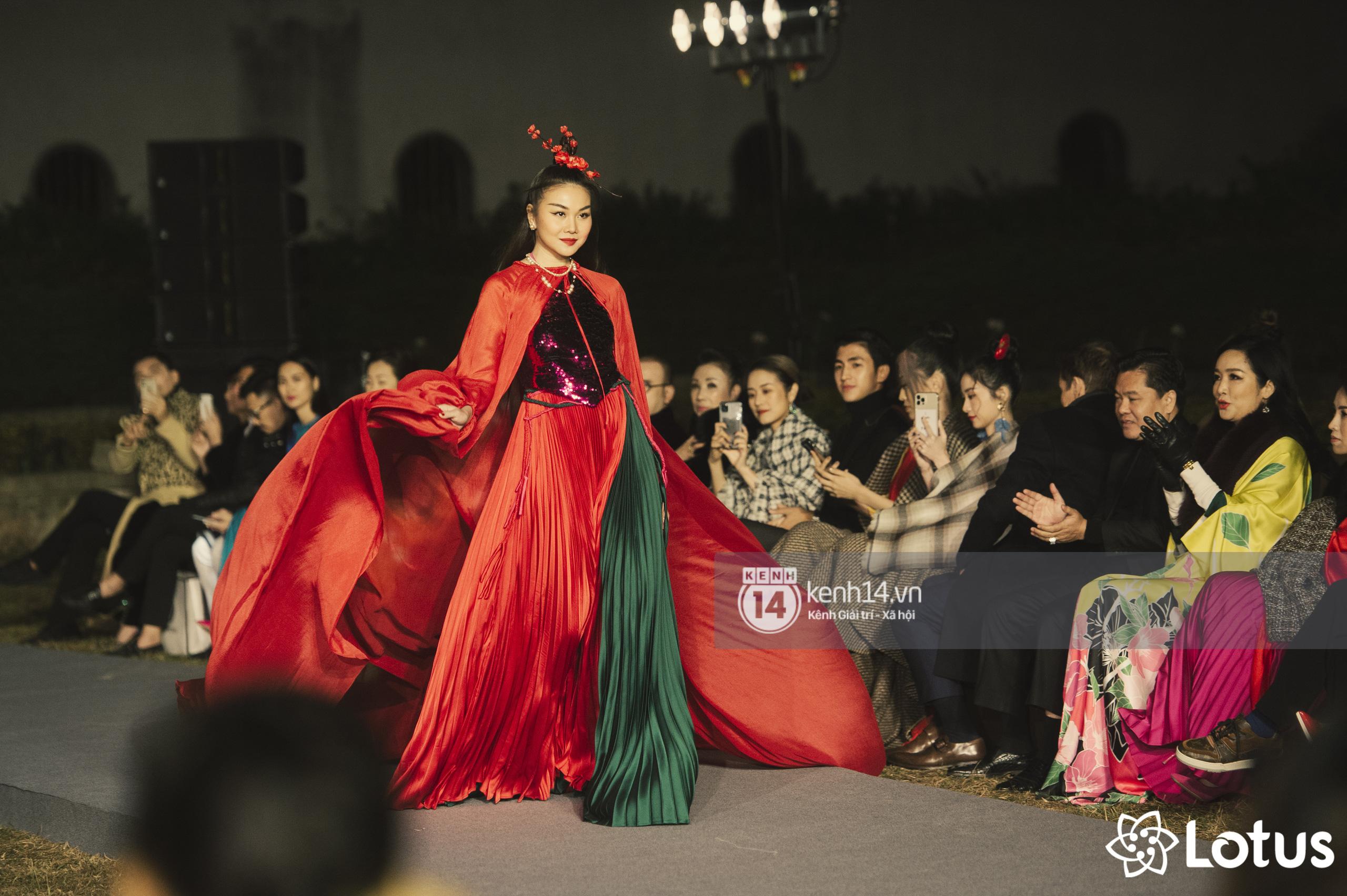 Lương Thuỳ Linh - Đỗ Hà nổi bần bật trong vị trí first face, Thanh Hằng bùng nổ với khí chất nữ thần tại show Đào của NTK Adrian Anh Tuấn - Ảnh 5.
