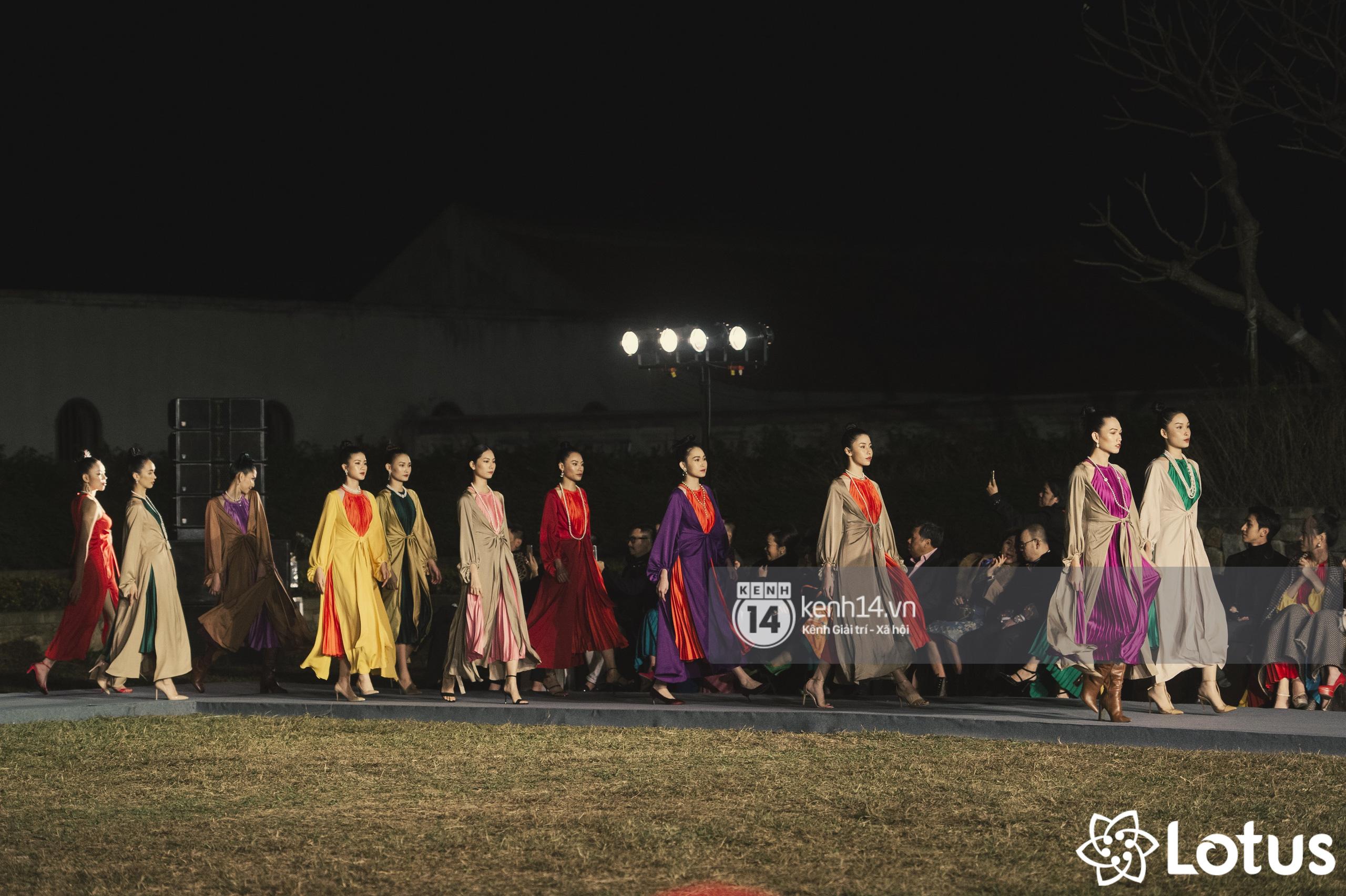 Lương Thuỳ Linh - Đỗ Hà nổi bần bật trong vị trí first face, Thanh Hằng bùng nổ với khí chất nữ thần tại show Đào của NTK Adrian Anh Tuấn - Ảnh 19.