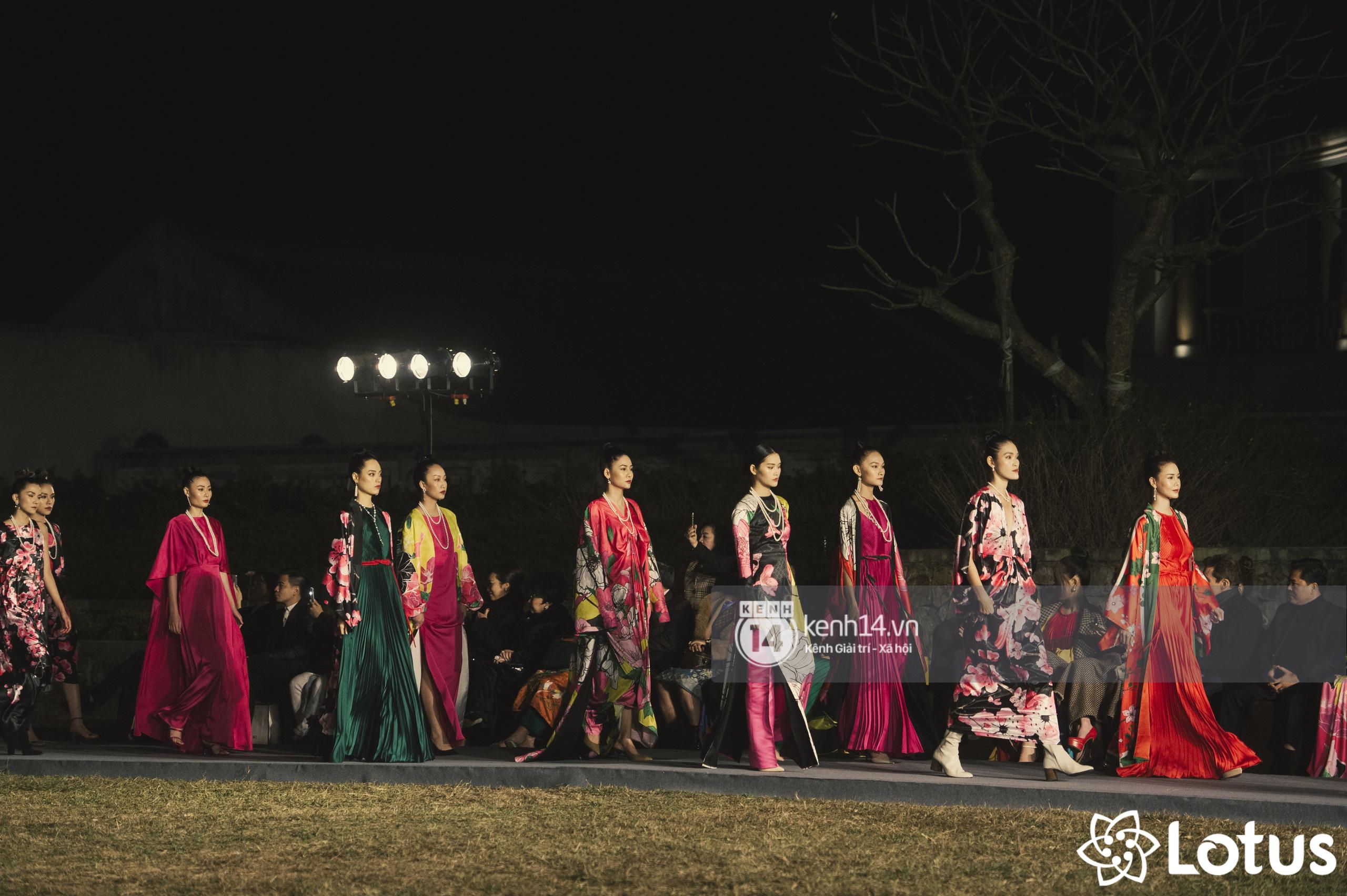 Lương Thuỳ Linh - Đỗ Hà nổi bần bật trong vị trí first face, Thanh Hằng bùng nổ với khí chất nữ thần tại show Đào của NTK Adrian Anh Tuấn - Ảnh 20.