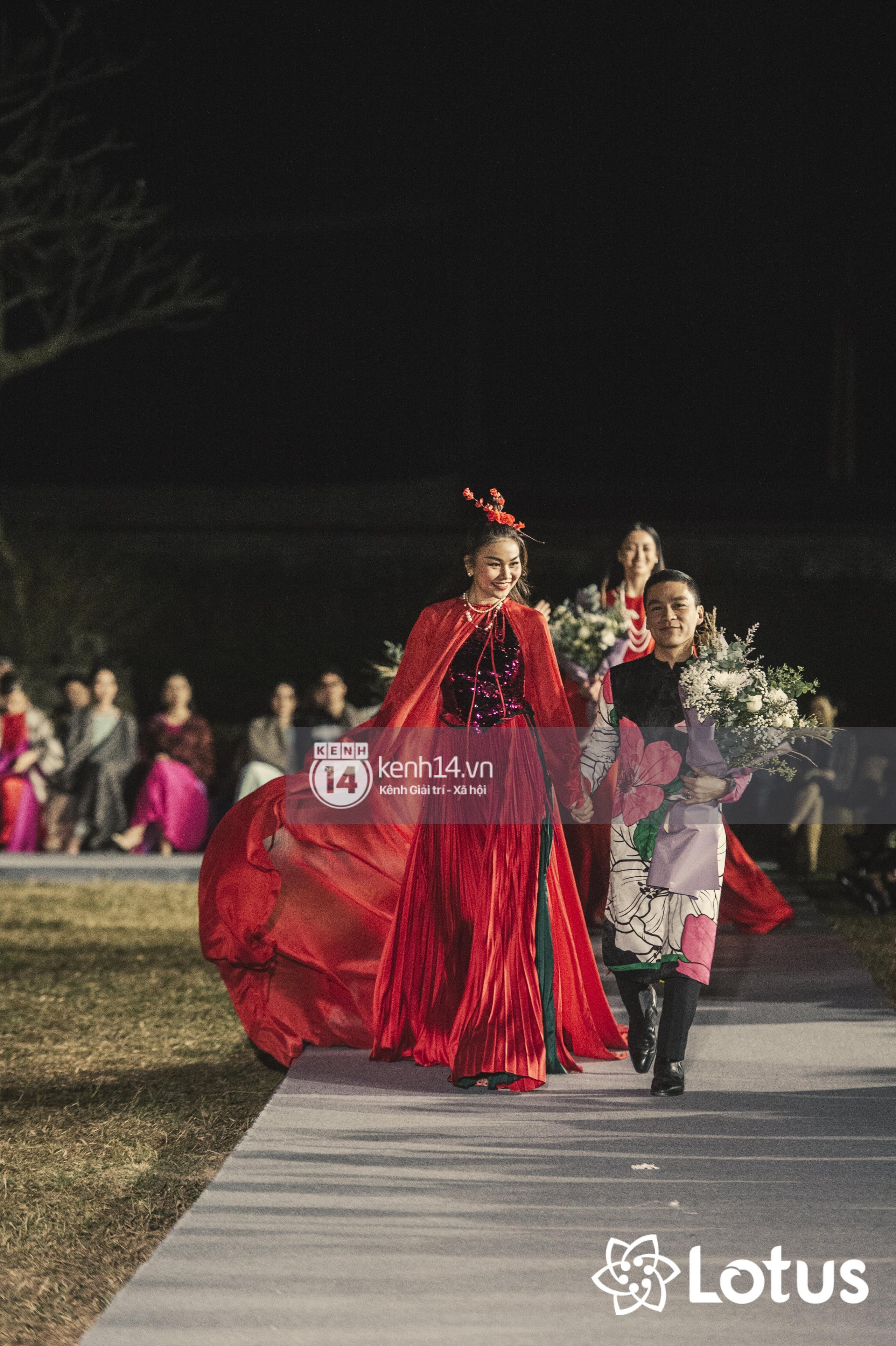 Lương Thuỳ Linh - Đỗ Hà nổi bần bật trong vị trí first face, Thanh Hằng bùng nổ với khí chất nữ thần tại show Đào của NTK Adrian Anh Tuấn - Ảnh 23.