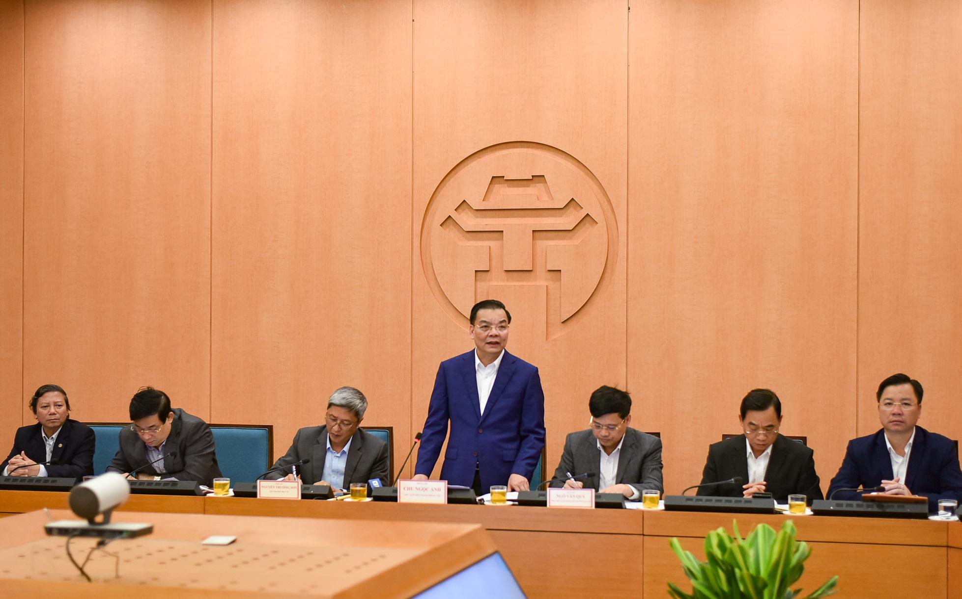 Xuất hiện ca bệnh ngoài cộng đồng tại TP.HCM, Chủ tịch Hà Nội chỉ đạo khẩn
