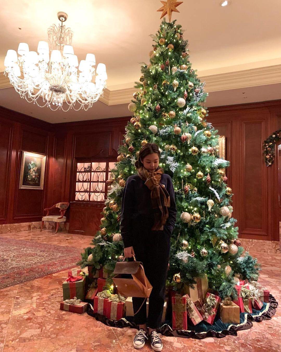 BLACKPINK lên đồ Giáng sinh xịn ghê, xem mà học được bao cách mix&match vừa ấm vừa xinh - Ảnh 6.