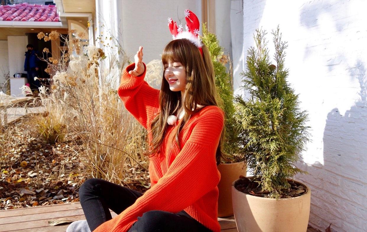 BLACKPINK lên đồ Giáng sinh xịn ghê, xem mà học được bao cách mix&match vừa ấm vừa xinh - Ảnh 2.