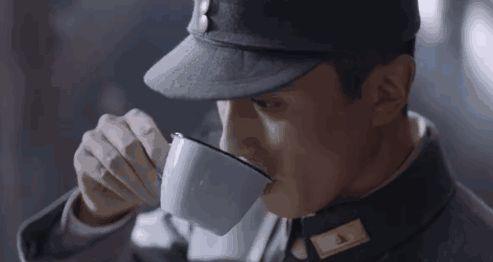 4 lý do Lôi Đình Chiến Tướng giật giải phim Trung dở nhất 2020: Chiến sĩ ra trận mà tóc vuốt keo, mê tán gái thì ai thích cho nổi? - Ảnh 6.