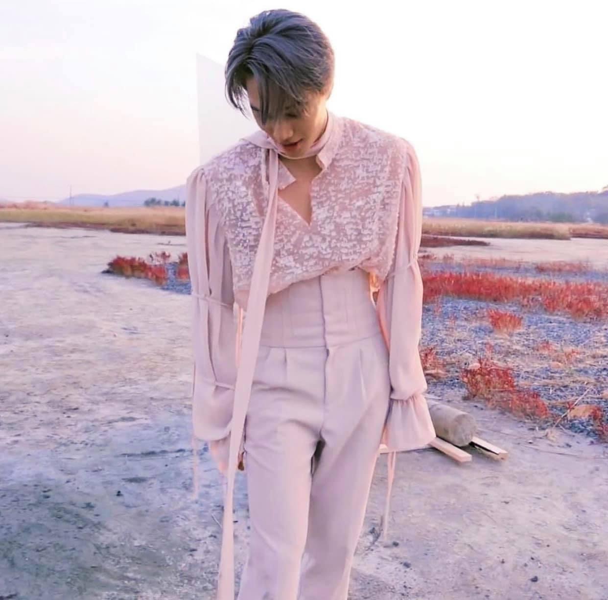 Kai (EXO) lột xác cùng style hoa lá cành mới lạ nhưng sao dân tình lại gay gắt la ó, đồng loạt réo tên Harry Styles thế này? - Ảnh 2.