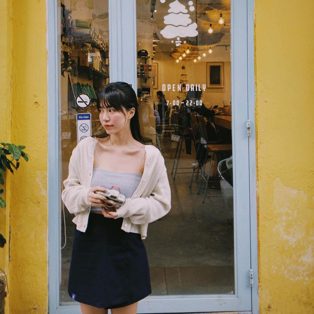 """Instagram look của sao Việt: Chi Pu, Mẫn Tiên lên đồ ấm áp vẫn không bằng Hà Tăng """"quẩy"""" outfit cho ngày đại hàn - Ảnh 2."""