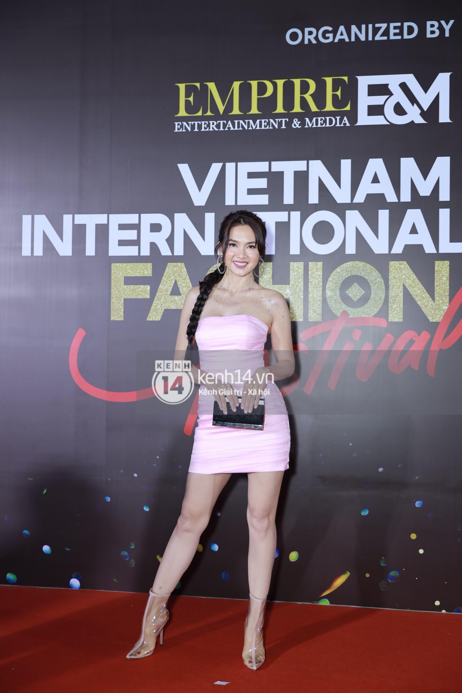 Thảm đỏ VIFF ngày 2: Lãnh Thanh - Trọng Hiếu Idol nổi bật, người mẫu Anh Thư gây thất vọng tràn trề vì set đồ sai sai - Ảnh 8.