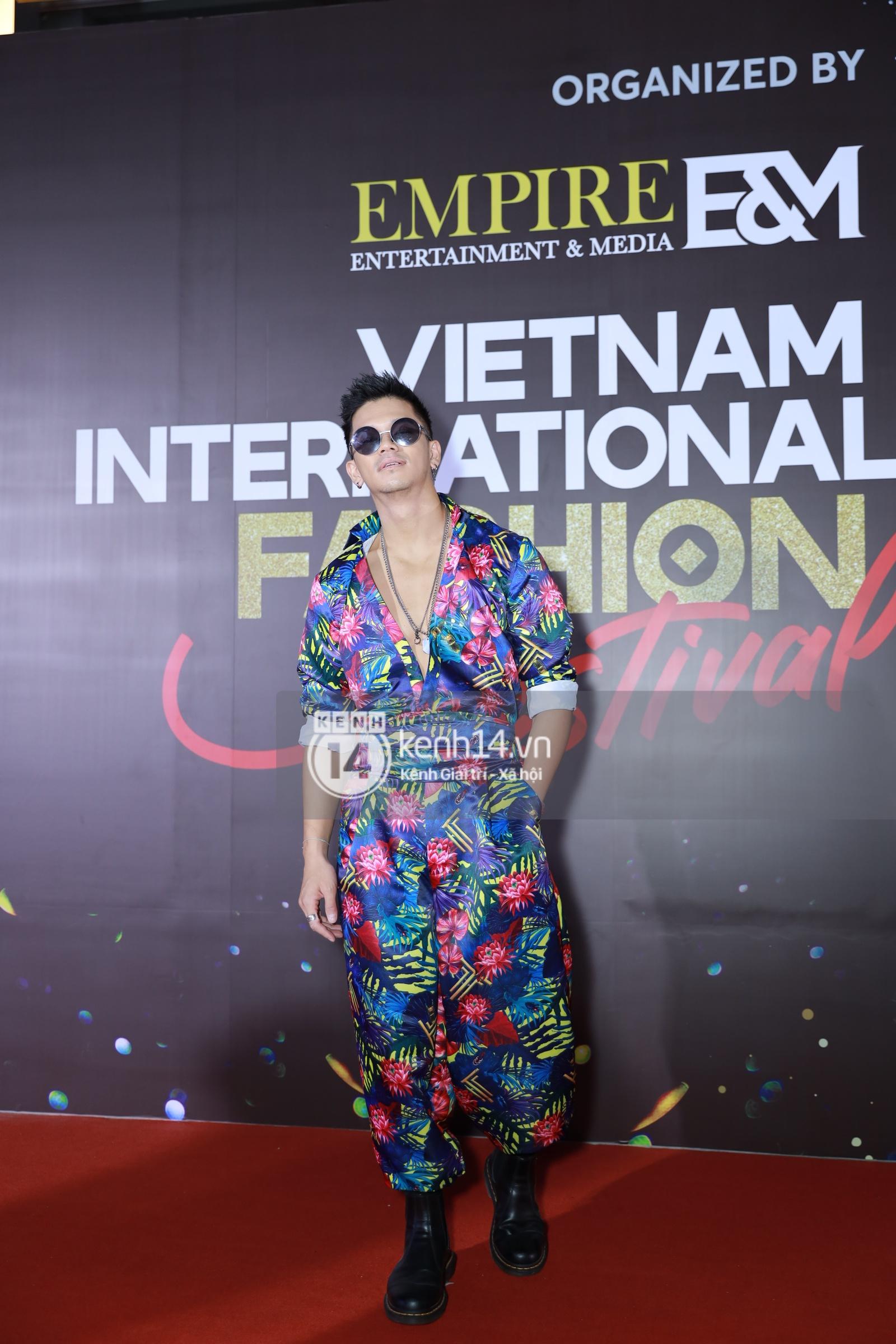 Thảm đỏ VIFF ngày 2: Lãnh Thanh - Trọng Hiếu Idol nổi bật, người mẫu Anh Thư gây thất vọng tràn trề vì set đồ sai sai - Ảnh 10.