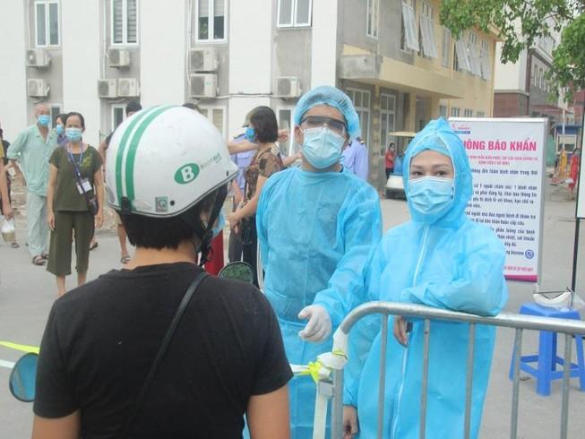 Tình hình dịch Covid-19 ngày 29/12: BN 1440 chi 50 triệu để nhập cảnh trái phép về Việt Nam - Ảnh 1.
