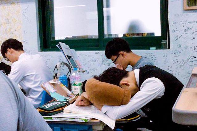 Ác mộng thực sự mang tên thi đại học ở Hàn Quốc: Cấm cung ôn thi để tránh dịch, sợ trượt trường top hơn cả sợ Covid-19 - ảnh 1