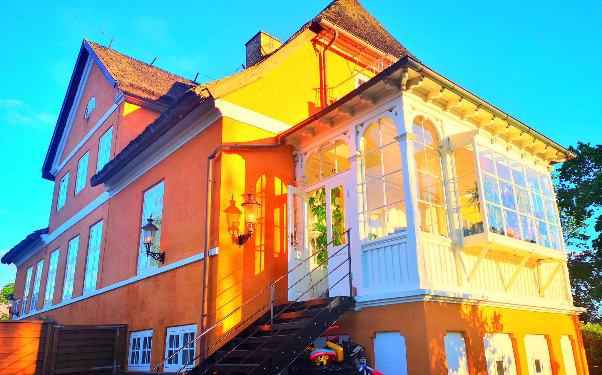 Ngôi nhà từ thế kỷ 18 của cô gái Việt ở Đan Mạch: Là di tích lịch sử, bất ngờ lớn nhất nằm ở mái nhà