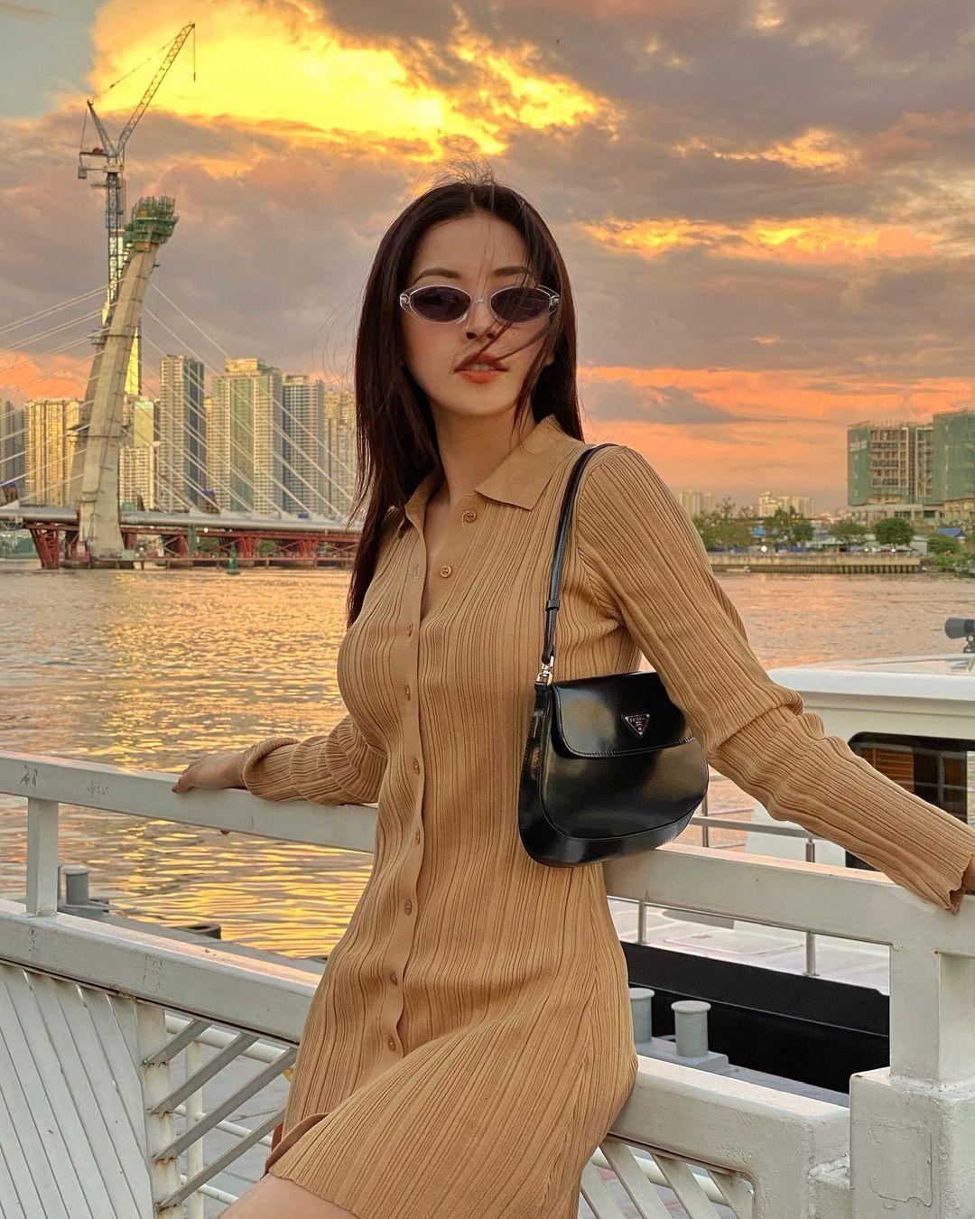 Instagram look của sao Việt: Ngọc Trinh diện áo cắt khoét nhìn mà ngượng thay, Xoài Non đơn giản mà xinh ngất - Ảnh 2.